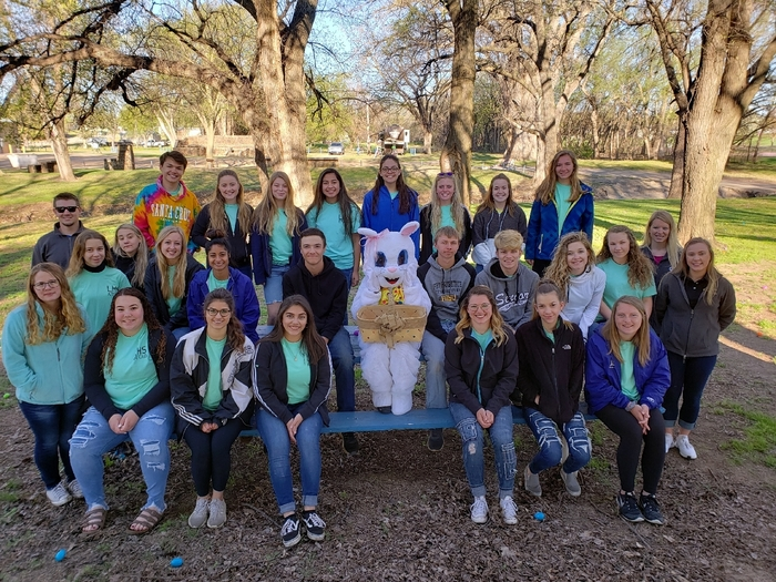 LHS KAY Club and Citizens State Bank & Trust Co. all ready for the Lincoln Communitt egg hunt this morning!